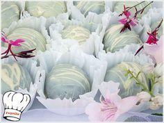 ΤΡΟΥΦΑΚΙΑ ΓΕΜΙΣΤΑ ΜΕ ΟΛΟΚΛΗΡA ΚΕΡΑΣΙA!!! | Νόστιμες Συνταγές της Γωγώς Greek Recipes, Truffles, Party Time, Cooking Recipes, Baby Shower, Sweets, Rose, Flowers, Frostings