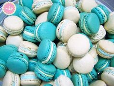 Blue and white mcarons with almond and pistachio buttercream. Blue and white meringue rosettes. Meringue drops in different pastel colours, a great cone filler for the kids. Pastel Colors, Colours, Baptism Favors, Independence Day, Baby Blue, Easter Eggs, Blue And White, Baby Shower, Pistachio