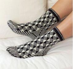 Ravelry: Optical Illusion Socks pattern by Laura Farson Crochet Socks, Knitting Socks, Hand Knitting, Knit Crochet, Knit Socks, Knitting Blogs, Knitting Patterns, My Socks, Crazy Socks