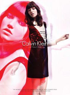 Фотосессия для Calvin Klein Collection \ Fashion  Calvin Klein Collection представили осенне-зимнюю рекламную кампанию, снятую Чарльзом Атласом (Charles Atlas). В съемках приняла участие Грэйс Хартцель (Grace Hartzel).