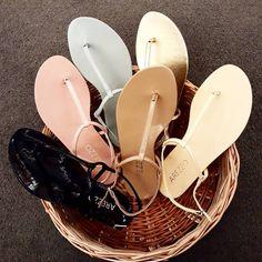 A imagem pode conter: sapatos