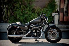 Harley-Davidson Iron 883 black