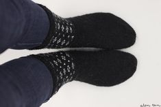 eilen tein: MUIJA Slippers, Socks, Knitting, Fashion, Moda, Tricot, Fashion Styles, Breien, Slipper