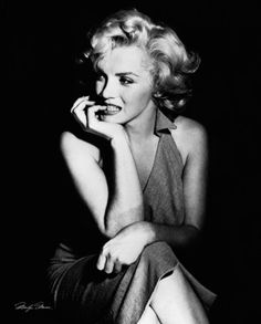 Marilyn Monroe - Sitting Prints at AllPosters.com