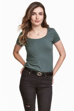 Jersey top: Fitted top in jersey with a wide neckline and short sleeves.