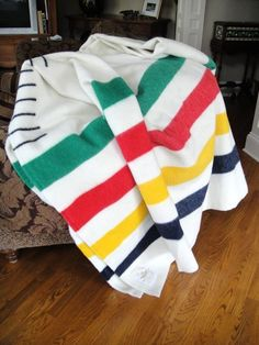 Hudson Bay Blanket 8 Point King Size with Book and Brush