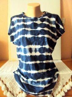 Shibori Tie Dye T-Shirt Women's Batik T-Shirt Indigo Blue Top Women Fashion Shibori Tie Dye, Tie Dyed, Tie Dye Folding Techniques, Shibori Techniques, Diy Camisa, Tutu, Tie Dye Party, Diy Tie Dye Shirts, Tie Dye Crafts