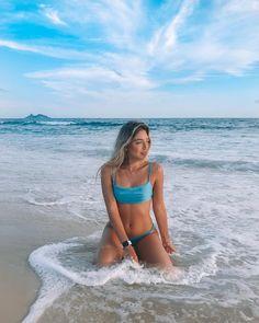 Poses Para Fotos En La Playa – Aufloria - Ill Tutorial and Ideas Beach Photography Poses, Summer Photography, Instagram Beach, Story Instagram, Fotos Strand, Cute Beach Pictures, Beach Pics, Beautiful Pictures, Bikini Poses