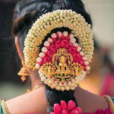 Want to show off your thick, long hair on your big day? That's why we bring to you these South Indian wedding hairstyles that are just perfect for long tresses. South Indian Wedding Hairstyles, Bridal Hairstyle Indian Wedding, Bridal Hair Buns, Bridal Braids, Bridal Hairdo, Bridal Hair Flowers, Indian Hairstyles, Bride Hairstyles, Engagement Hairstyles