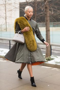 Pin for Later: Street Style bei der New York Fashion Week Tag 2 Fashion Week, Star Fashion, Winter Fashion, Girl Fashion, Womens Fashion, Fashion Design, Fashion 2015, Street Fashion, Fashion Trends