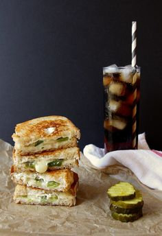 Pepper Jack Grilled Cheese Sandwiches Makes 2 sandwiches 5 jalapeno peppers 2 tablespoons unsalted butter, softened 3 tablespoons cream cheese, softened cup shredded Monterey Jack cheese 4 slices bread National Grilled Cheese Day, Best Grilled Cheese, Grilled Cheese Recipes, Grilled Cheeses, Sandwiches, Beste Burger, Breakfast Desayunos, Yummy Food, Tasty