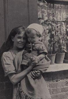 Spitalfields Nippers: the Photography of Horace Warner http://spitalfieldslife.com/2014/06/29/an-astonishing-photographic-discovery/