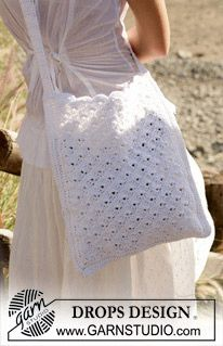 This crochet bag would be perfect for a spring or summer day. Make your own in any #4 weight yarn. www.nordicmart.com