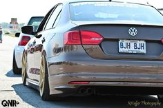 VW Jetta mk6 low Brownie stance