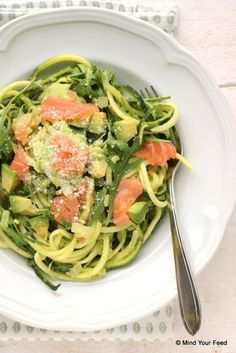Courgette spaghetti met avocado en zalm - Mind Your Feed - courgette spaghetti met avocado courgette spaghetti met avocado courgette spaghetti met avocado Wel - # Healthy Pasta Recipes, Healthy Pastas, Raw Food Recipes, I Love Food, Good Food, Food Inspiration, Healthy Eating, Meals, Dinner
