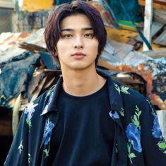 画像に含まれている可能性があるもの:1人 Cute Japanese Boys, Japanese Men, Book Aesthetic, Aesthetic Photo, Yokohama, Actor Model, Asian Boys, Photo S, Handsome