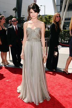 Her embellished Marchesa gown channels classic Hollywood at the 2009 Creative Arts Emmy Awards.   - ELLE.com