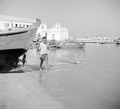Τα άλλα καλοκαίρια μιας άλλης Ελλάδας Old Time Photos, Old Pictures, Greece Travel, Mykonos, Egypt, Greek, Black And White, Building, Vintage
