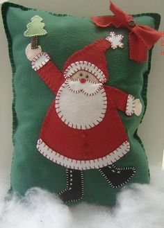 Nice little christmas craft project :) Christmas Applique, Christmas Sewing, Christmas Projects, Holiday Crafts, Christmas Crafts, Christmas Cushions, Christmas Pillow, Felt Pillow, Felt Cushion