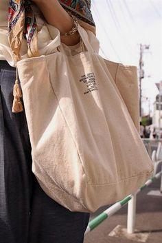 shopper style, shape and handle Look Fashion, Fashion Bags, Sac Week End, Sacs Design, Diy Tote Bag, Creation Couture, Linen Bag, Shopper, Cotton Bag