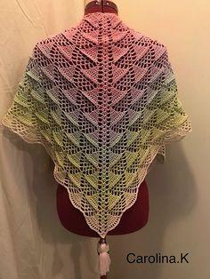 K – Crochet, pattern, acrylic painting – Creator joy! Crochet Shawls And Wraps, Crochet Scarves, Crochet Yarn, Crochet Clothes, Free Crochet, Crochet Christmas Decorations, Crochet Triangle, Crochet Woman, Crochet Accessories