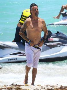 Richard Rawlings - Richard Rawlings Enjoys a Beach Day