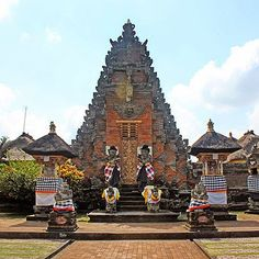 Bali Indonesia Holiday Travels: Batuan Temple a Classic Balinese Temple