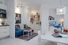 Kleine Wohnung-skandinavischer Stil weiß blau
