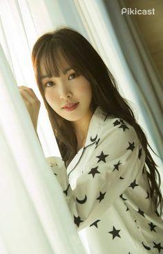K-Pop Babe Pics – Photos of every single female singer in Korean Pop Music (K-Pop) Kpop Girl Groups, Korean Girl Groups, Kpop Girls, Extended Play, K Pop, Korean Girl Band, Gfriend Yuju, Cloud Dancer, G Friend