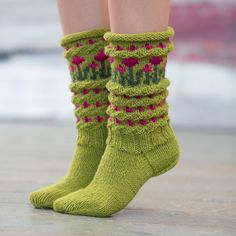 Bilderesultat for ull.no sokker Crochet Socks, Knit Or Crochet, Knitting Socks, Free Knitting, Baby Knitting, Knitting Patterns, Green Socks, Patterned Socks, Slipper Socks