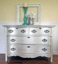 Belle Maison created this shimmering beauty with GF Bone White Chalk Style Paint and Champagne Pearl Effects. Chalk Paint Colors Furniture, Metallic Painted Furniture, Diy Furniture Redo, Furniture Vanity, Refurbished Furniture, Colorful Furniture, White Furniture, Metal Furniture, Furniture Projects