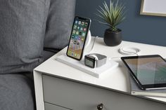 Belkin has announced its latest 'BOOSTUP™ Wireless Charging Dock' that can refuel your iPhone, Apple Watch, and third Apple gadget via its additional USB-A port. The dock has been updated for affinity with Apple's most … Best Apple Watch, Iphone Watch, Apple Watch Accessories, Phone Accessories, Usb Type A, Wireless Charging Pad, Belkin Wireless Charger, Phone Background Patterns, Phone Organization