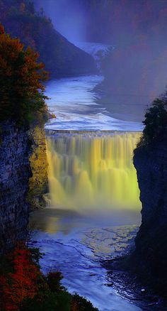 Middle Falls of the Genesee River at Letchworth State Park in New York • photo: tenfrozentoes on Flickr