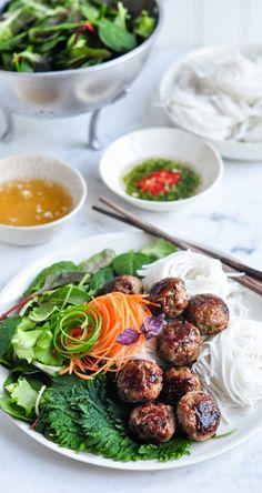 Bun Cha - Vietnamese Pork Meatballs with Vermicelli Noodle Salad | http://eatlittlebird.com (Konjac Noodle Recipes)