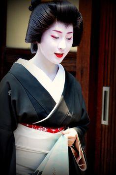 https://flic.kr/p/wLurvZ | DSC_0742ss | Hassaku, Kyoto // Geiko Makino by kitsuneyajp on Flickr
