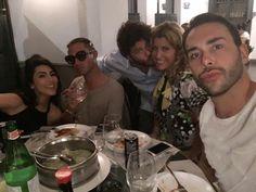 Giacomo Urtis 10 ore fa  ·    Visibile sul diario BEFORE blackout 😅 #milan #blogger #dinner #happy @giuliasalemi @pietrino82 @raffaellazardo — mangiando a cena con Giacomo Urtis e