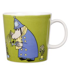This green Moomin mug featuring the Inspector was released in 2009 and was elegantly illustrated by Tove Slotte-Elevant. Complete your collection of Moomin mugs with this lovely piece. Also see the other parts of the Moomin Inspector series. Moomin Shop, Moomin Mugs, Moomin Valley, Tove Jansson, Nordic Design, Ceramic Cups, Ceramic Art, Mug Designs, Decorative Items