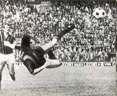 INTER.FOGGIA 5-0 1970-71 28a giornata di campionato gol: 1-0 al 7' Boninsegna (nella foto il bellissimo gol) 2-0: al 54' Jair 3-0: al 62' Facchetti 4-0: al 69' Mazzola 5-0: al 90' Jair per un'Inter matematicamente campione d'Italia a 2 giornate dalla fine e Foggia al 11° posto