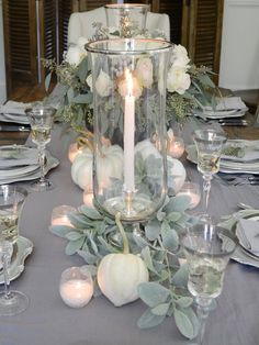 24 Inspiration Thanksgiving Decoration to Beautify Your House . Decorating your house for Thanksgiving may sound like an overwhelming job, particularly if you're attempting to prepare for Thanksgiving dinner. Thanksgiving Table Settings, Thanksgiving Traditions, Thanksgiving Centerpieces, Thanksgiving Parties, Thanksgiving Wedding, Fall Table Centerpieces, Casa Magnolia, Pumpkin Arrangements, Creative Pumpkins