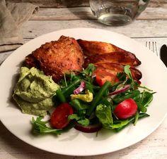 Ovnstegte kyllingeoverlår og aspargeskartofler med bønnesalat og avokado/broccoli-creme