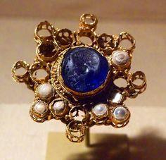 Arte romana Classical Antiquity, Sapphire, Sculpture, Jewels, Antiques, Earrings, Fashion, Ear Rings, Jewelery