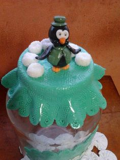 Pote de vidro com tampa em biscuit para açúcar.Feito a mão e sob encomenda.