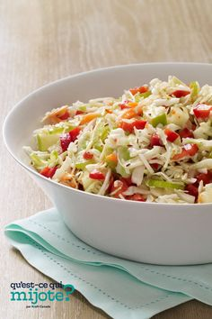 Our Sweet & Sour Slaw gets the balance just right. Crisp green apples combine with cabbage slaw, onions, peppers and celery in this quick side salad that serves a crowd. Slaw Recipes, Summer Salad Recipes, Summer Salads, Vegetable Pasta, Vegetable Sides, Sweet And Sour Slaw Recipe, Grilled Corn Salad, Italian Salad, Le Diner