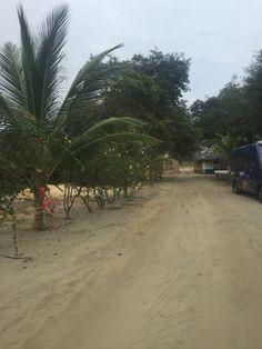 Straatje van het strand naar het hostel