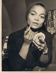 Eartha was definitely not a closet bitch.she spoke her mind and kept it real. An inspiration to those who not only people please but to women and men period. She is pure truth and soul. What a beautiful Black woman. Vintage Black Glamour, Vintage Beauty, Vintage Romance, Vintage Vibes, Vintage Style, Vintage Hollywood, Hollywood Glamour, Hollywood Stars, Beautiful Black Women