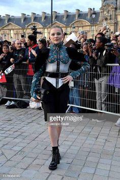 Photos : Chloe Moretz – Arrives at Louis Vuitton SS 20020 Paris Fashion Show Paris Fashion, Fashion Show, Celebrity List, Chloe Grace Moretz, Barbara Palvin, People Magazine, Hailey Baldwin, Justin Bieber, Women Wear