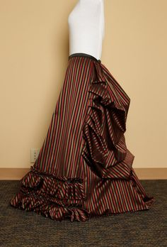 Good tutorial on making this style bustle skirt.