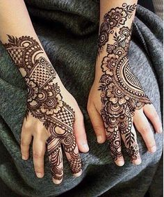 Mehndi is one of the most important. It is a loved one and never gets old designs. There is a lot of verity of latest mehndi designs for you. Henna Hand Designs, Henna Tattoo Designs Arm, Simple Arabic Mehndi Designs, Indian Mehndi Designs, Mehndi Designs 2018, Mehndi Designs For Girls, Beautiful Mehndi Design, Simple Henna, Easy Henna
