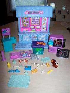 Littlest pet shop vet set! OMG I totally remember going into town with me dad to get this! The dog r cat had spots that appeared when wet! Little Pet Shop, Little Pets, 90s Childhood, Childhood Memories, Lps Pets, Old School Toys, 90s Toys, Polly Pocket, Toy Craft