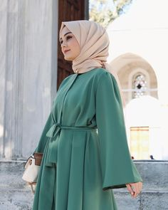 "8,300 Suka, 68 Komentar - Aleyna ATALAR (@atalaraleyna) di Instagram: ""Bazı şeyler var hayal gücü'me gidiyor..🧚🏻♀️"" Arab Fashion, Muslim Fashion, Modest Fashion, Fashion Outfits, Hijab Evening Dress, Bridesmaid Skirts, Pakistani Fashion Party Wear, Formal Dresses With Sleeves, Mode Abaya"